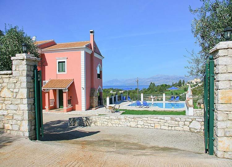 For sale villa with pool at Avlaki, North East Corfu