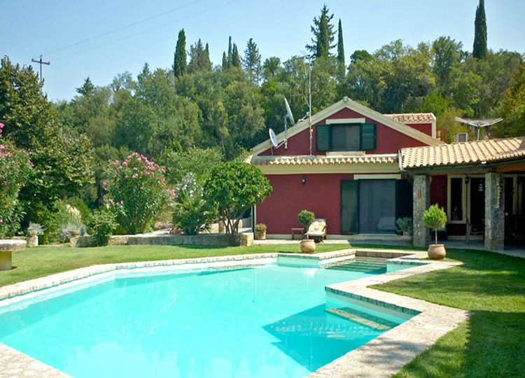 House with pool at Sgombou, Central Corfu